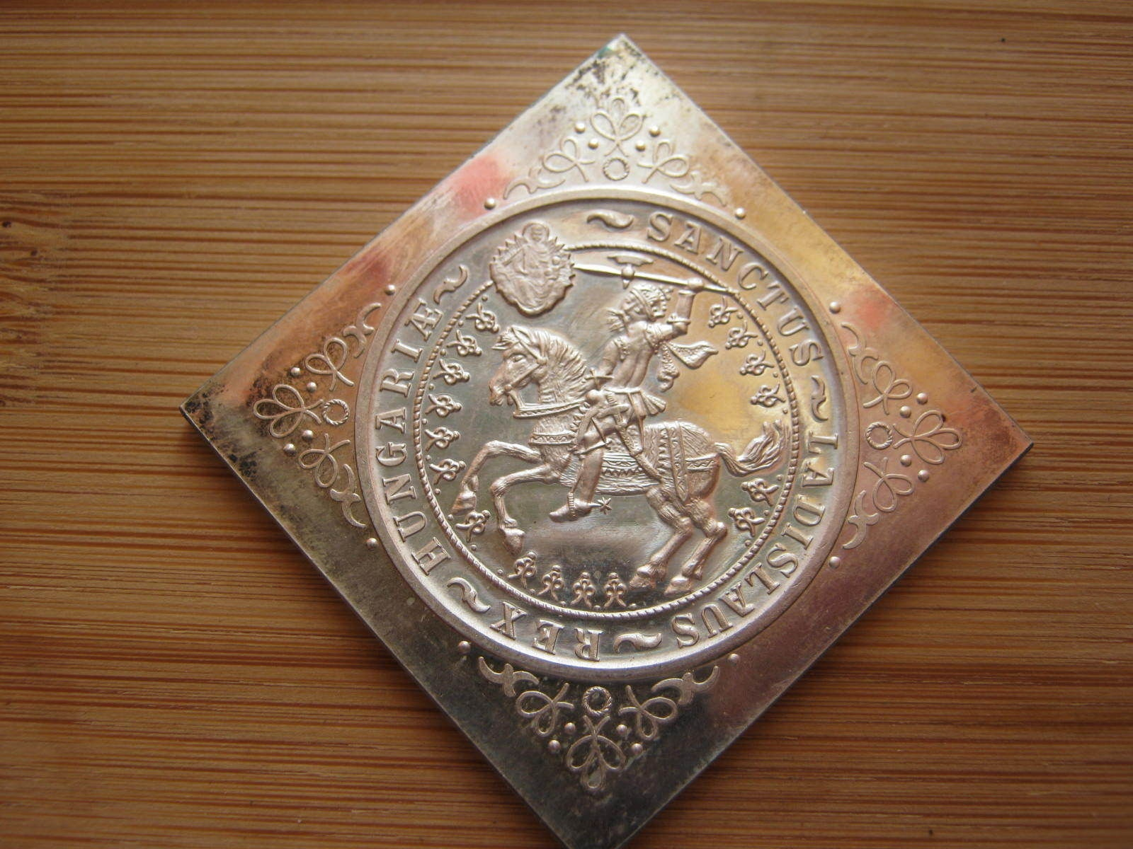 http://www.artexveret.hu/csegely/www_artexveret_hu_ezust_lovas-szent-laszlo_1929_up_csegely_5_pengo_04.jpg